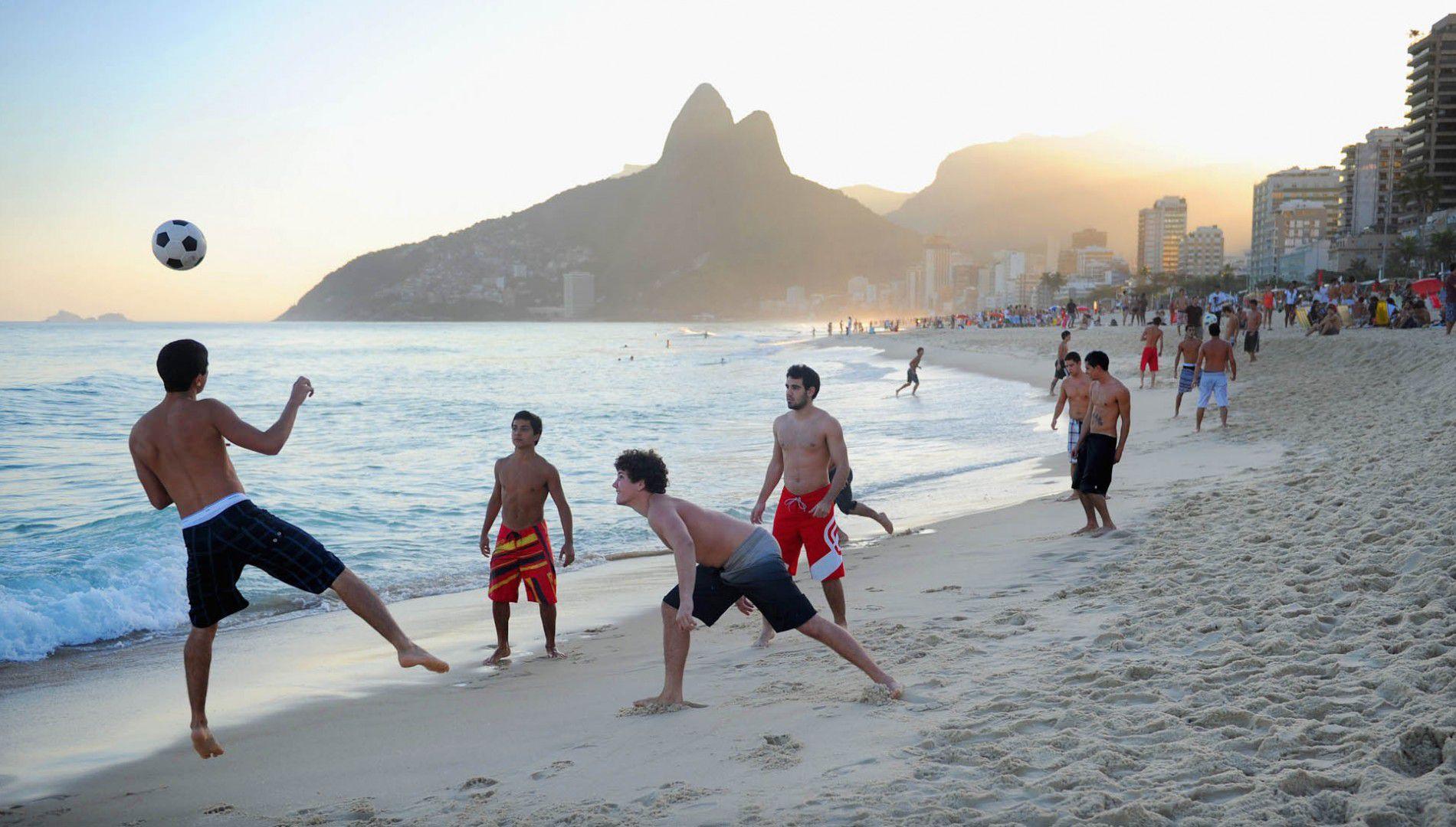 Ipanema-beach-Brazil-119997272-1900x1080_c